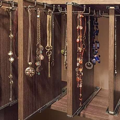 PULL-OUT VERTICAL NECKLACE ORGANIZER